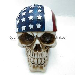 フラグが付いているPolyresinの海賊頭骨ヘッドクラフトは装飾の頭骨ヘッドを主演する