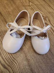 高品質の子供の赤ん坊女の子の子供は光沢がある革カジュアル低かかと シューズを履いて