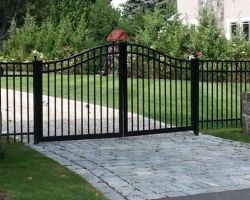 高品質の粉は溶接された錬鉄の塀のゲートの振動両開きドアに塗った