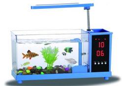 Réservoir de poissons d'aquarium de verre avec LED et le filtre de pompe à eau de la pompe