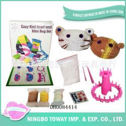 Ofício do Presente de DIY Que Tece Tricotando Manualmente Brinquedos de Lãs