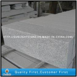 ブロックの縁石のテラスの石を舗装する灰色G623 Padangの軽い花こう岩