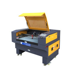 Macchina per incidere del laser del coperchio di sede dell'automobile del cuoio della tagliatrice del laser del CO2 con la macchina fotografica automatica del fuoco