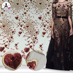 Дизайн вышивки Sequin Heart-Shaped красного цвета с вышитым устраивающих сетчатый материал