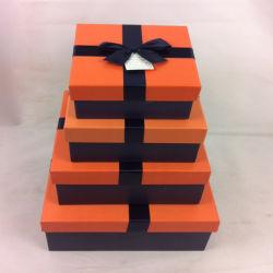 飾られたデザインリボンが付いているオレンジ一致させた記憶一定ボックス