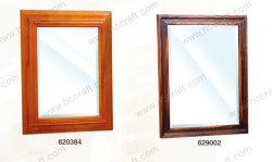 Espelho de madeira para banho com acabamento angustiante