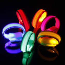 Nouvelle LED Flash de sécurité réfléchissant la lumière briller rougeoyant Brassard lumineux de la bande de courroie du bras de la dragonne Bracelet Bracelet Bracelets
