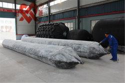 Un navire ou bateau le lancement de la Marine de l'airbag de caoutchouc naturel