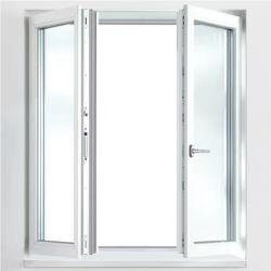 リビングルームのベッドルームには、キッチンの開閉用スライディングウィンドウ用のアルミニウム製のプロファイルが用意されて ドア