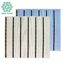Prueba de sonido en el techo de madera MDF ranurada de la placa perforada tallados de madera de Diseño Interior acústica acústica de fibra de instrumentos