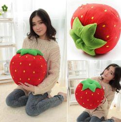Fruto de la fresa rellenos de muñeco de peluche