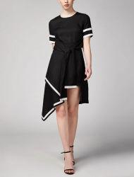 Hülsen-Halsausschnitt-unregelmäßige Form-elegantes Taillen-Kleid der Frauen schwarze kurze für Damen
