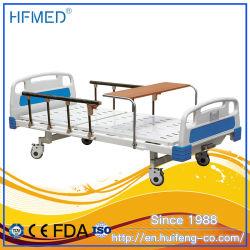 Lit d'hôpital manuel avec les rails latéraux avec table à manger