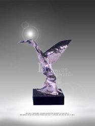 Nuestro Premio chapado en oro reluciente plantea una estrella por encima de su cabeza en honor a la Maestría