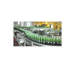 A fermentação em forma de cerveja artesanal da linha de produção