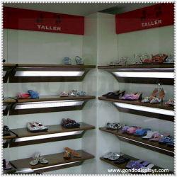 壁に取り付けられた木製の小売りの表示靴ラック