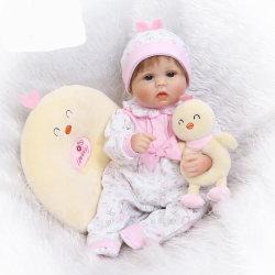 دمية صغيرة ناعمة من السيليكون مولود جديد تشبه إلى حد ما أطفال حديثي الولادة فتاة دولز أزياء الهدايا للأطفال