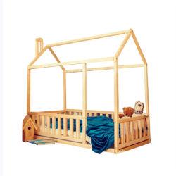 아이들 침실을%s 합판 판금을%s 가진 소나무 집 침대