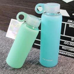 A infusão de ativo de vidro garrafa de água bebidas saudáveis infusão de citrinos