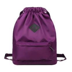 熱い販売の外ジッパーのポケットおよび女の子の毎日の使用のための肩ひもが付いているカスタム防水ナイロンドローストリングのバックパック袋