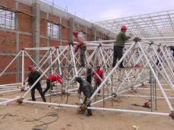 Fascio chiaro del tetto della struttura d'acciaio