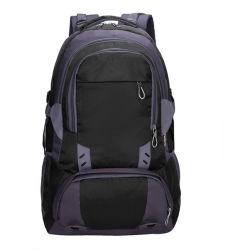 屋外のキャンプのための袋をハイキングする旅行上昇のスポーツ