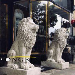 스톤 마블 라이언 조각에 앉아 있는 투 라이온스