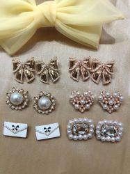 新バージョンメタルゴールドフラワーボウ - Knot Pearl Crystal Brooch Pin カスタム女性の宝石類のブローチピンを置きなさい