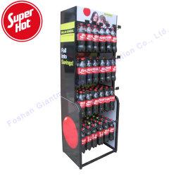 La coca-cola all'ingrosso della bibita analcolica del metallo si leva in piedi la visualizzazione della bevanda della bottiglia di energia di acqua