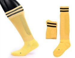 As crianças promocionais Soccer Sports sobre meias de joelho