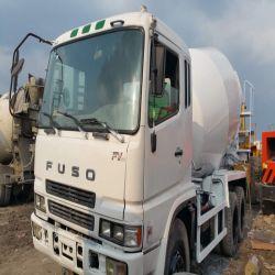 Verwendeter Fuso Mischer-LKW strich weiße Farbe verwendeten Betonmischer-LKW neu