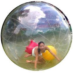 で歩くためのおかしい膨張式プールの浮遊水球 水