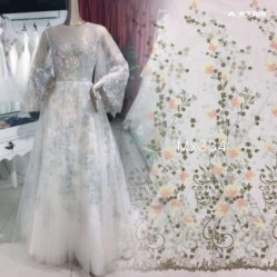 Het nieuwe Kant van de Bloem van het Kant van het Borduurwerk van het Ontwerp Buitensporige Bloemen Duidelijke Stof Gekleurde voor Dame Dress