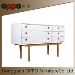 Un basamento dei 6 cassetti TV con rivestimento opaco bianco della lacca con i piedini di legno solido
