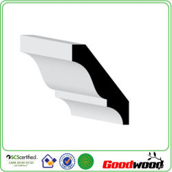 MDFの天井を形成する白く装飾的な発動を促されたMDFの土台板