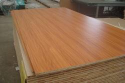 Venda por grosso de madeira compensada decorativa Blockboard melamina com núcleo de alta qualidade