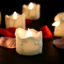 装飾のための贅沢で美しく白い移動炎再充電可能なLEDの蝋燭