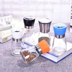 Стеклянные баночки, специи, соль и перец бутылочек, кухонных