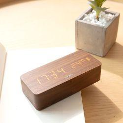 Sveglia ricaricabile della radio della sveglia LED Digital della carica del USB di controllo di voce di prezzi più bassi della sveglia di legno della Tabella