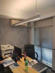 照明屋内現代アルミニウムの上下にハングする優れたLEDの天井ランプのペンダントLED線形ライトはオフィスの学校のショッピングモールのために中断した