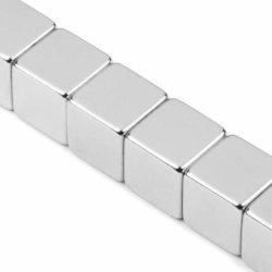 N42 ha personalizzato il magnete del neodimio di figura di rettangolo del blocchetto di formato