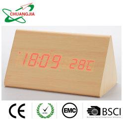 مثلّث حديث ساعة خشبيّة مع وقت درجة حرارة