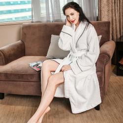 2018熱い販売の100%年の綿のホテルの白いベロアの浴衣