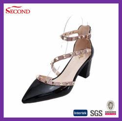 4개의 색깔은 리베트 숙녀를 검게 한다 Sandals
