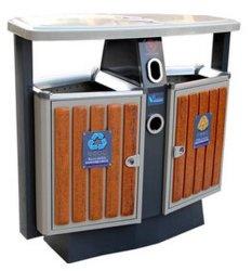 Al aire libre ecológica Papelera de reciclaje de plástico con madera (HW-D02A)