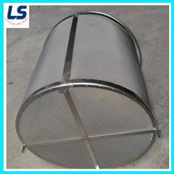 O tubo do filtro de malha de arame de aço inoxidável e uma placa metálica perfurada