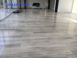Marmo bianco della Cina del materiale da costruzione del grano dell'indicatore luminoso di legno bianco Polished del marmo per la pavimentazione della stanza da bagno