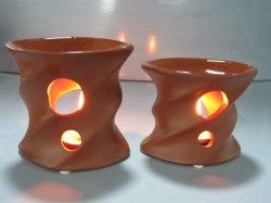 De bruine Ceramische Brander van de Wierook van het Parfum