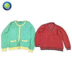 De in het groot Kleren van de Tweede Hand verkopen de Gebruikte Sweater van de Dames van Kleren Bulk