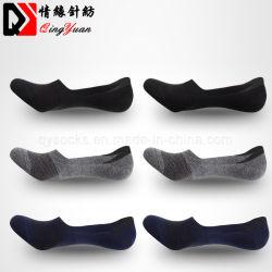 Manguera de reticulado con hombres de negocios de poca profundidad de la serie de calcetines